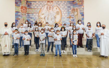 Primeira Eucaristia: Comunidade Sagrada Família